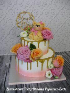 Tort na roczek z kwiatami misiem