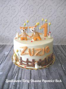 Tort z liskami na roczek