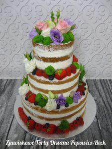 Naked cake z owocami i kwiatami na ślub