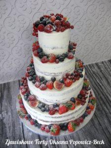 Tort weselny semi naked z owocami sezonowymi